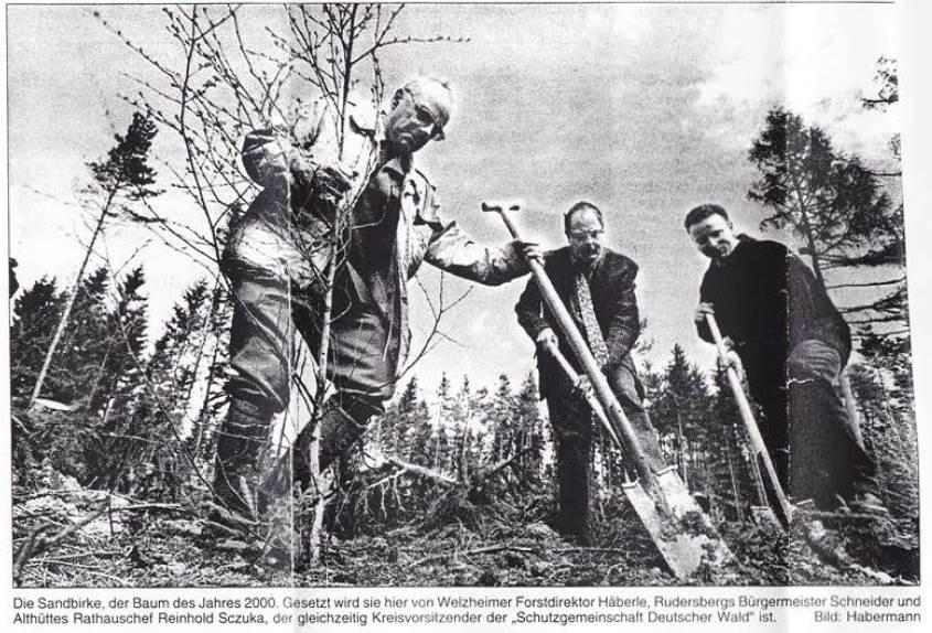2000: SDW-Pflanzaktion zum Tag des Baumes (v.l. FDir Wolfgang Häberle, BM Horst Schneider / Rudersberg,  SDW-Vors. BM Reinhold Sczuka,