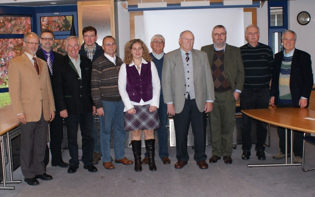 Vorstand 2010 - 2014 SDW-Kreisverband Rems-Murr: (v.l.n.r.): Dr. G. Strobel, BM R. Sczuka, H. Witzig, A. Döz, H.-E. Hink, S. Völker, H. Schmid, H. Kugler, J. Steiff, H. Baßmann, R. Heitzmann (es fehlen auf dem Foto: Gräfin von Stauffenberg, G. Kurz)