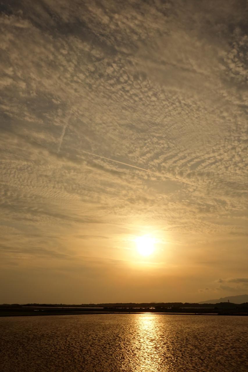 奥行き感のある 琥珀色の空
