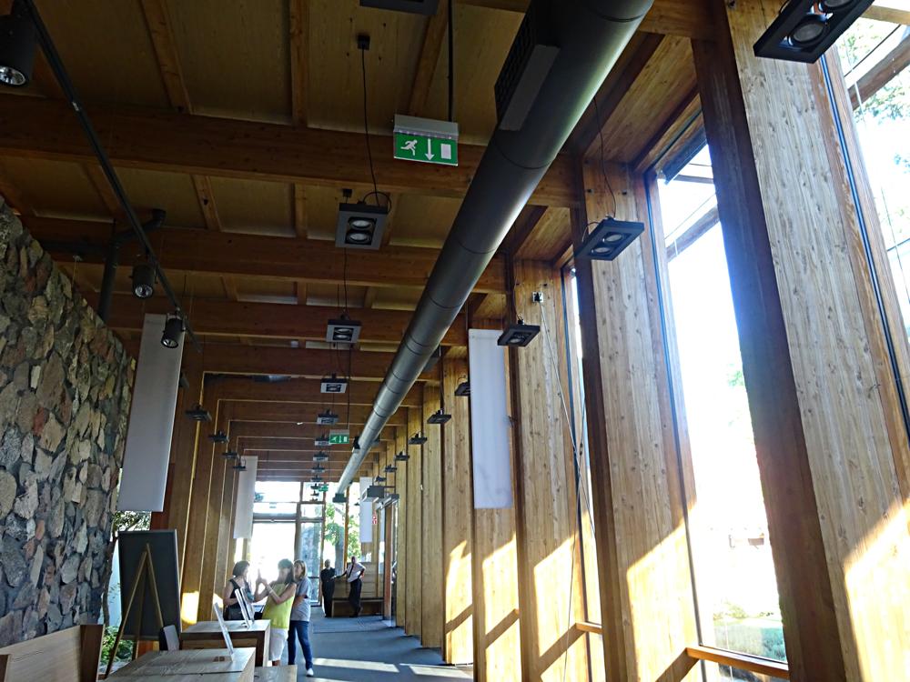 インフォメーションセンターが集成材で出来ていたので、思わず撮影。雰囲気の良い建物でした。