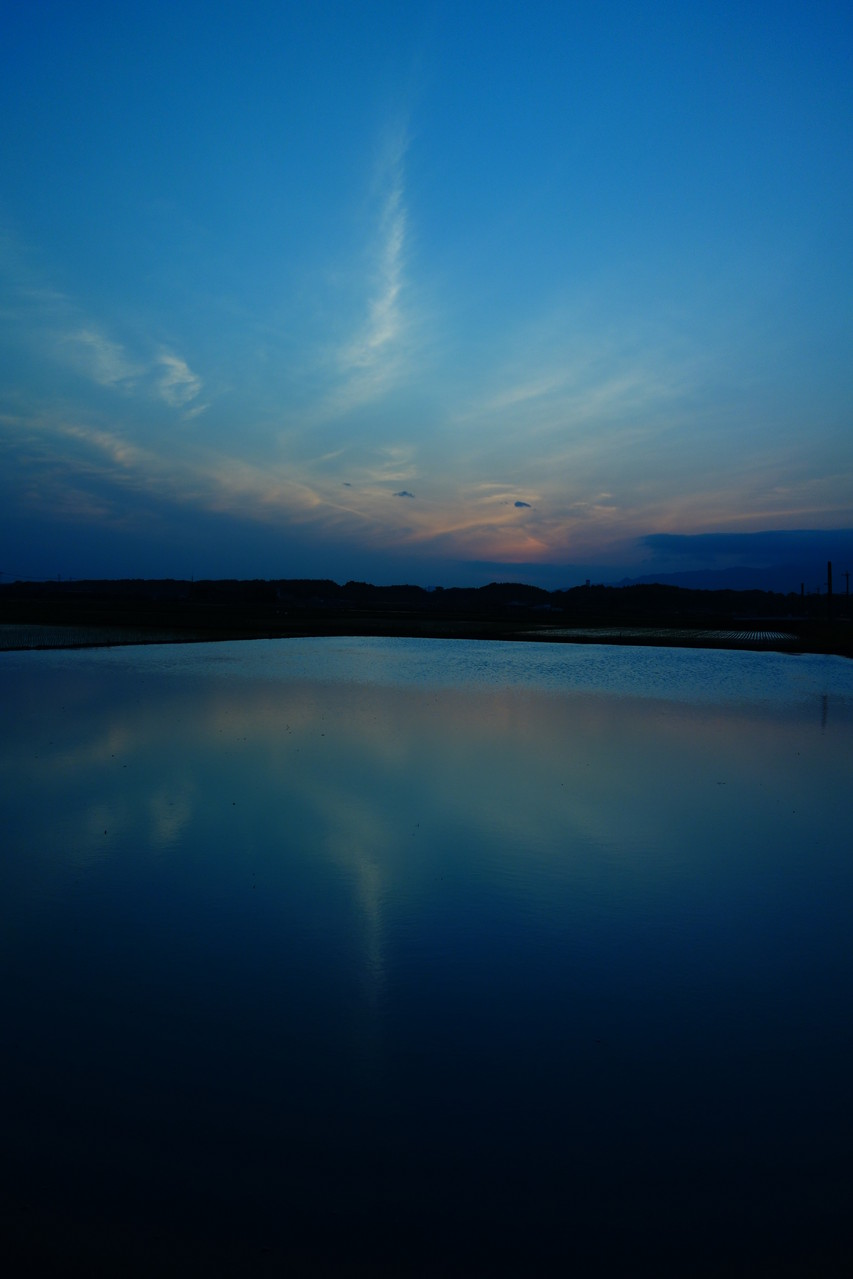 同じ場所で色合いを変えて撮影 幻想的な青