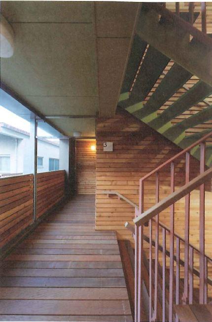 木材(レッドシダー)の外壁耐火使用による階段室