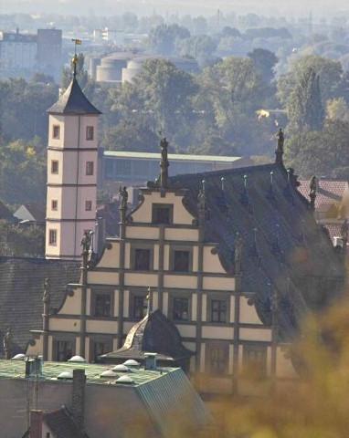 Foto: Dieter Bauer - Blick über das Rathaus auf den Schrotturm