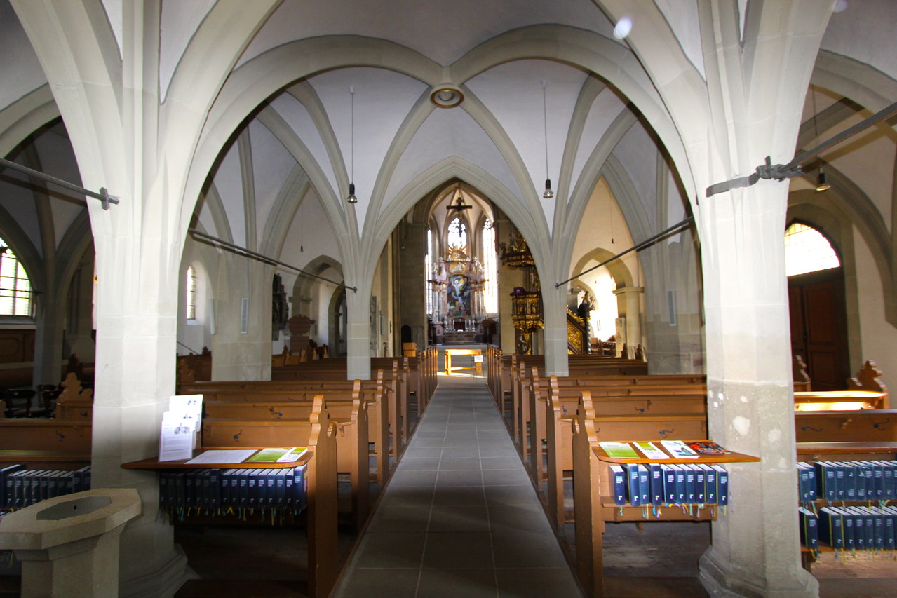 Blick durch das Kirchenschiff auf den Chor - März 2013