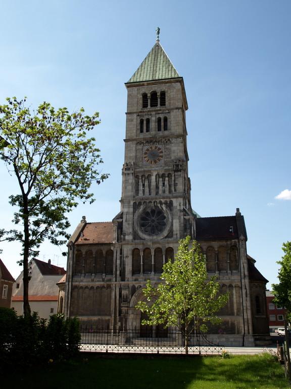 Die Hl. Geist Kirche vom alten Friedhof her gesehen