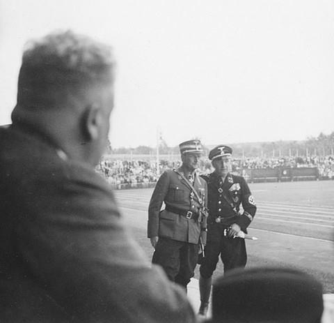 Einweihung des Willy-Sachs-Stadions 1936 - rechts Willy Sachs
