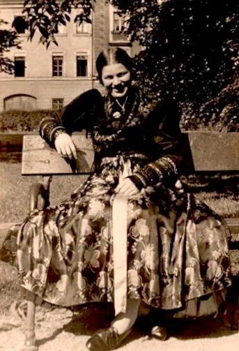 1937 - Schweinfurterin namens Liesl mit Tracht