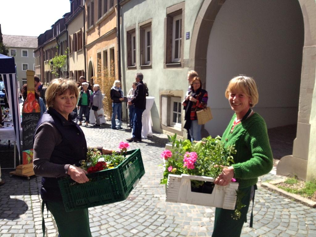 Marktfrauen auf dem Weg durch die Judengasse 2012 Foto: Werner Christoffel