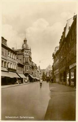 Spitalstraße mit Blick Richtung Rathaus um 1930