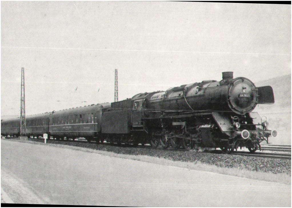 Lok 44 1405 (Bw Schweinfurt) mit US-Schlafwagenzug