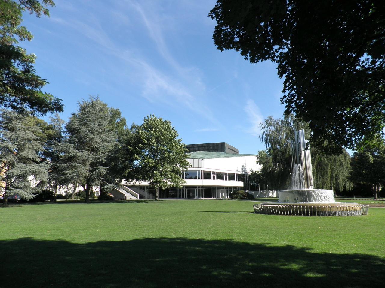 Im Theaterpark (Chateaudun-Park)