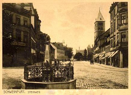 ca. 1912 -Der Brunnen wurde versetzt und steht heute an der Nordostseite des Albrecht-Dürer-Platzes