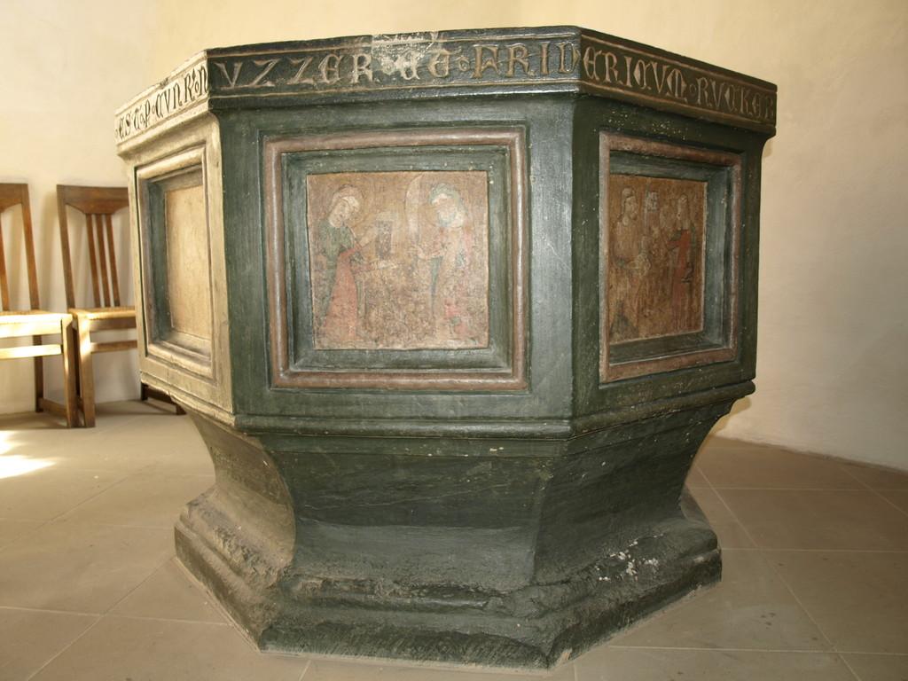 Taufstein aus dem Jahre 1367