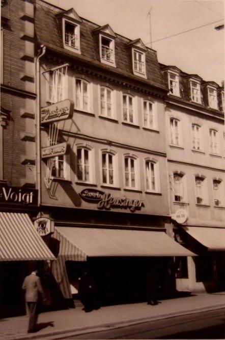 Die Fa. Severin Heusinger in der Spitalstraße beendete 1963 ihre Geschäftstätigkeit. Sie war in der Spitalstraße und am Postplatz 2 1/2 (Georg-Wichermann-Platz) ansässig