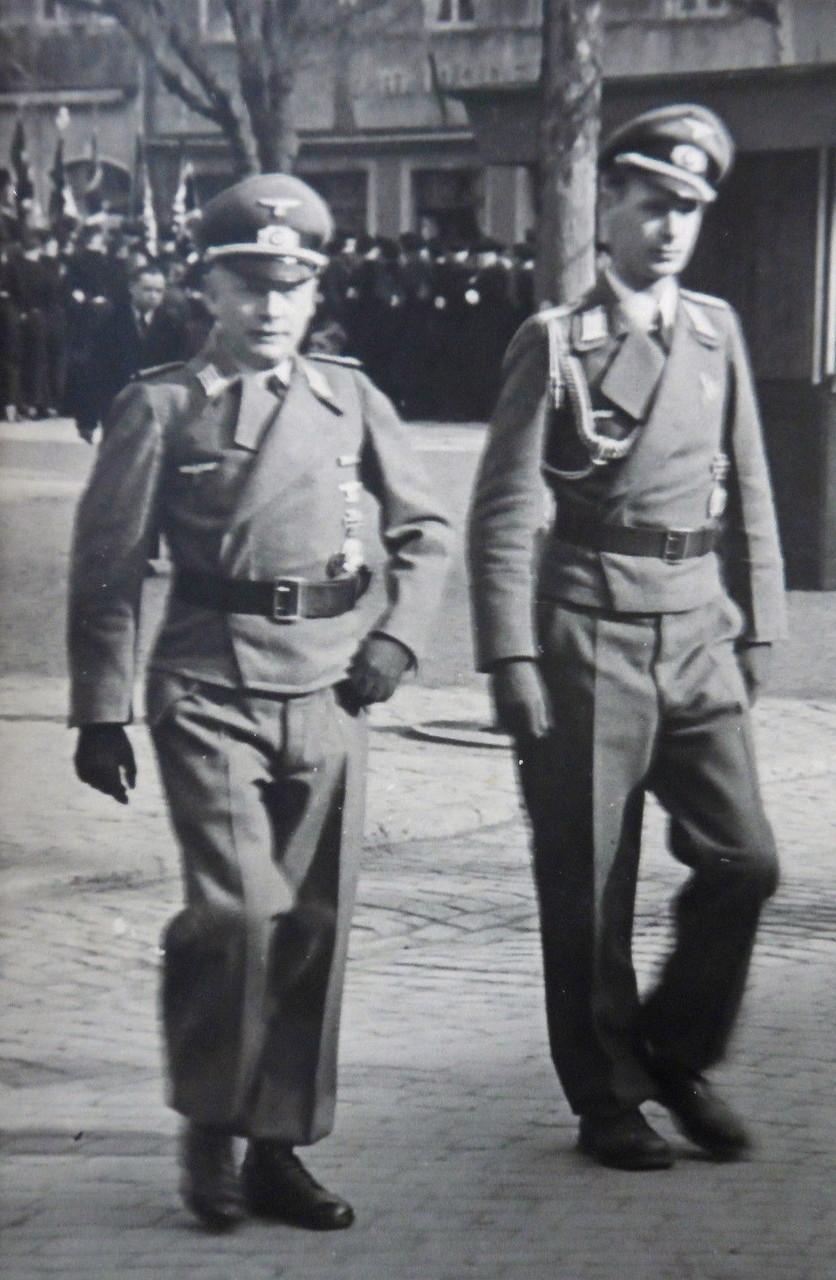 """Kommandeur Oberstltn H.Christ """"Sturmgeschütz Abtl. 200"""" Schweinfurt"""