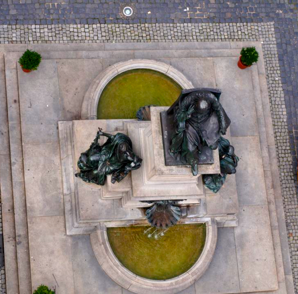 Das Rückertdenkmal von oben - 2012