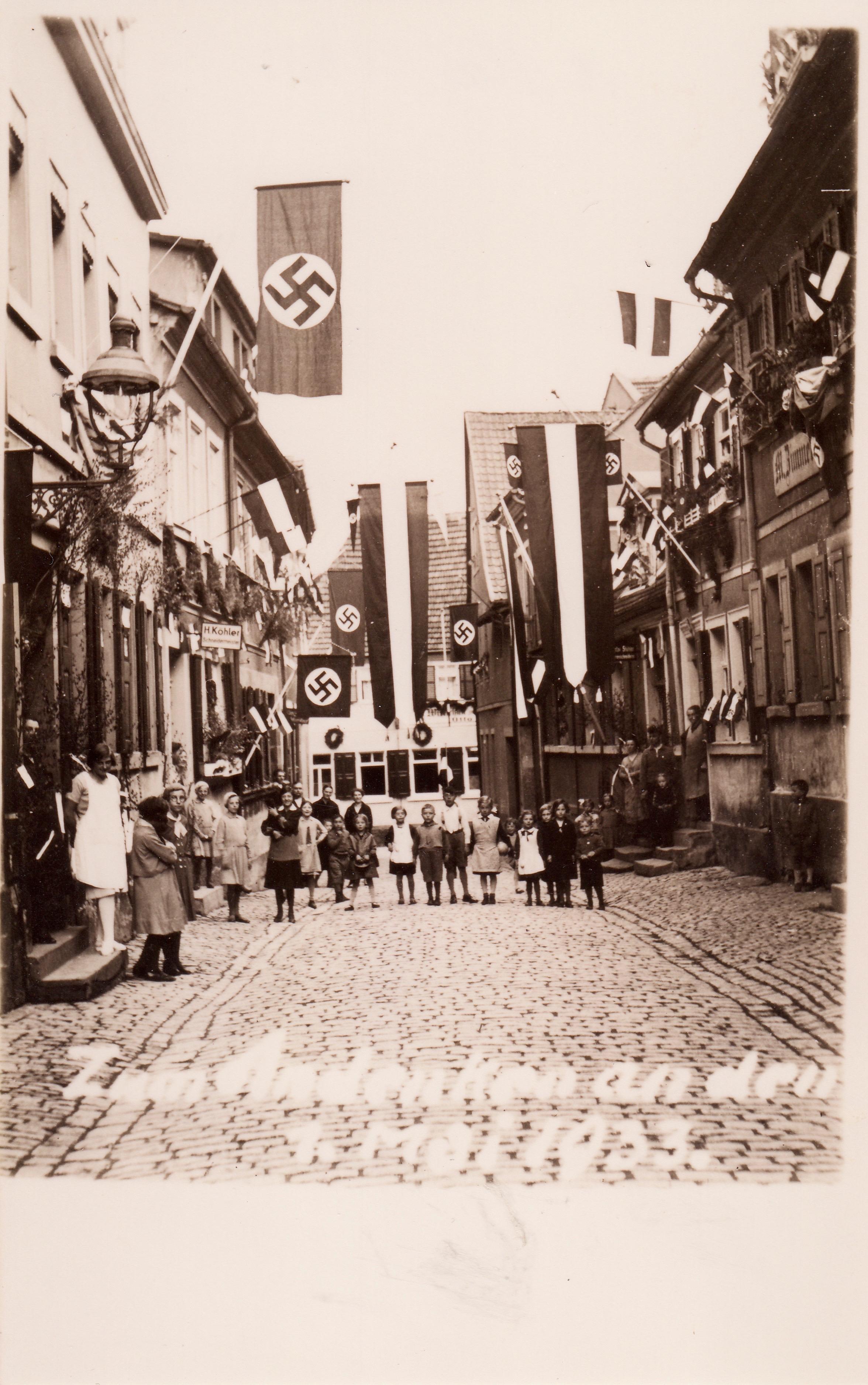 Judengasse 1. Mai 1933 - links Schmeidermeister Hermann Köhler (weißes Firmenschild) Judengasse 21