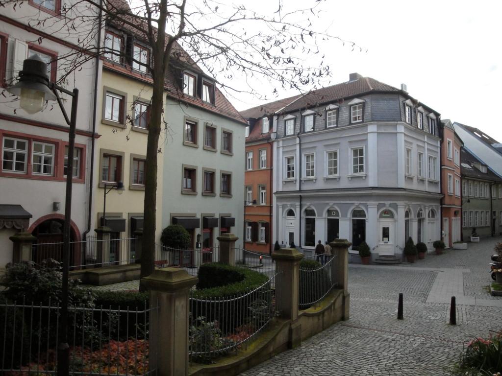 Schrotturmgebäude links und Blick auf Ecke Rosengasse/Petersgasse