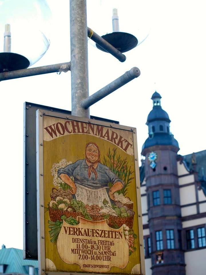 Einstiges Marktfrauenschild auf dem Marktplatz (70er/80er-Jahre)