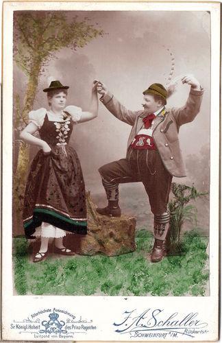 Trachtenpaar in Schweinfurt um 1900, doch wohl keine örtliche Tracht