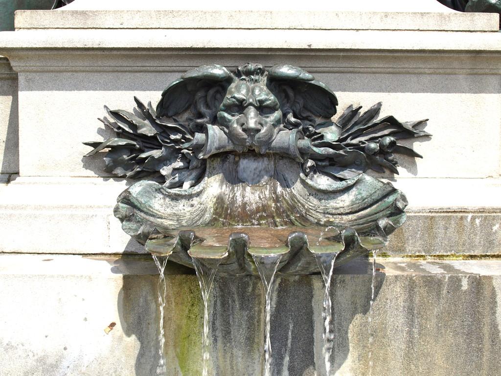 Der Brunnen des Rückert-Denkmals