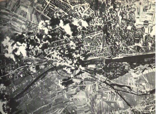 Bomben fallen auf Schweinfurt