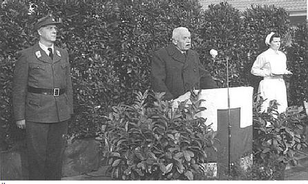 Übergabe des neuen Rot-Kreuz-Hauses durch den BRK-Präsidenten Dr. Otto Geßler (1953).