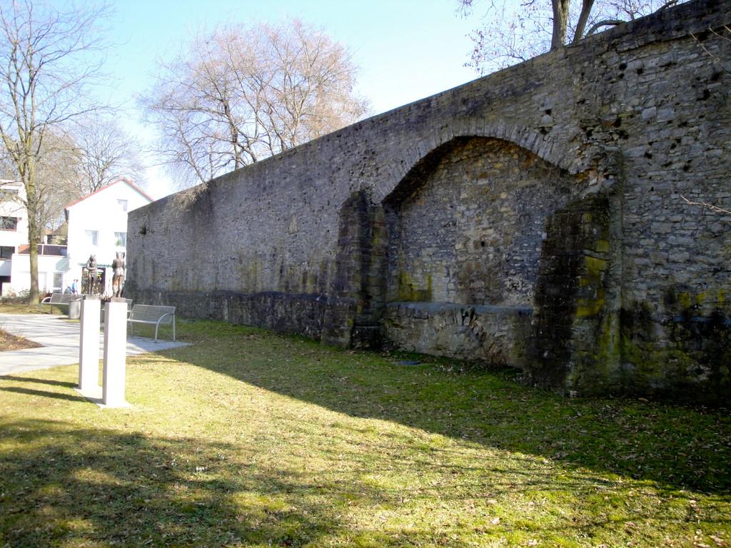 """Stadtmauer am """"Höpperle"""" . Chateaudun-Park"""