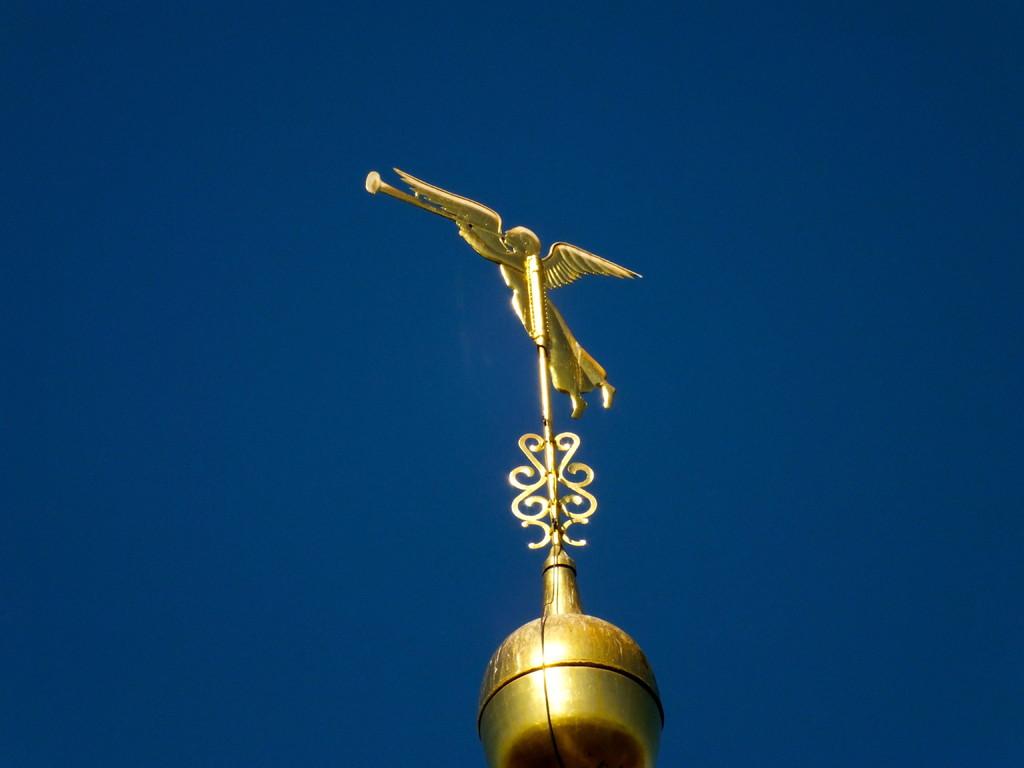 Der Engel mit der Trompete als Wetterfahne auf der St. Salvatorkirche