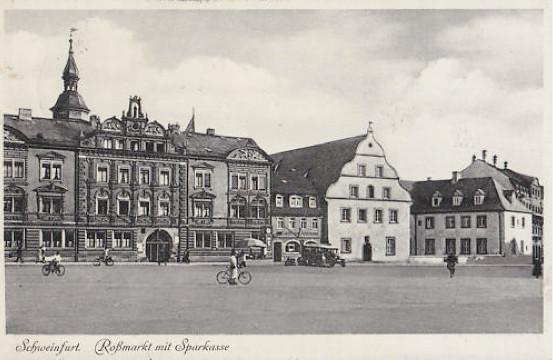 Roßmarkt mit Bauschhaus und Sparkasse um 1936