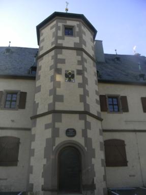 Südansicht auf das Zeughaus Schweinfurt mit zentral angeordentem Treppenturm