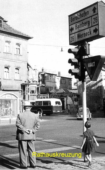 Marktplatzkreuzung mit Polizeidiensthäuschen am Rückerthaus