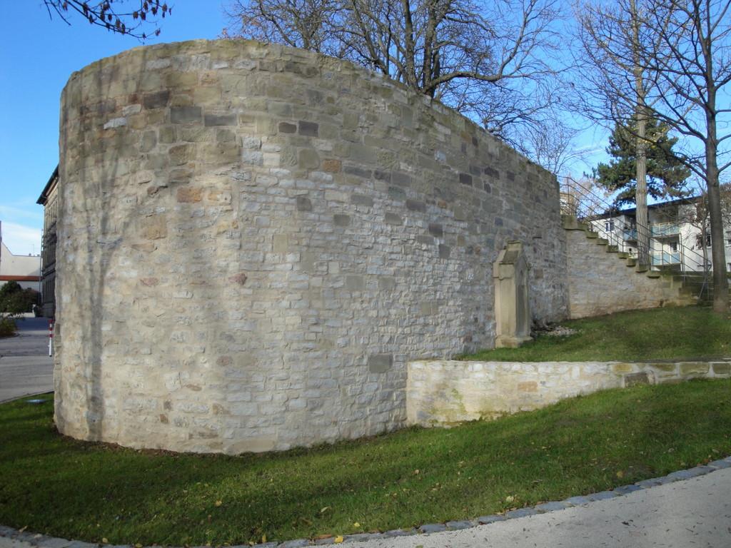 "Teilweise erhaltener Turm an der Südbefestigung ""Jungfernkuss"""