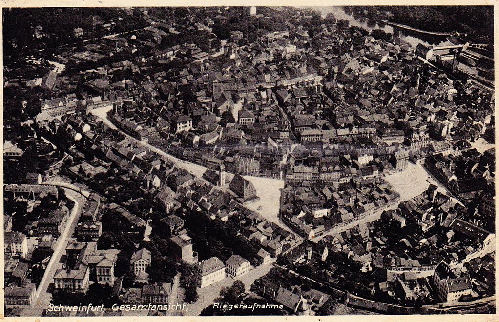 In den 1930ern - schön zu sehen auch der Feuerwehrturm neben dem Zeughaus