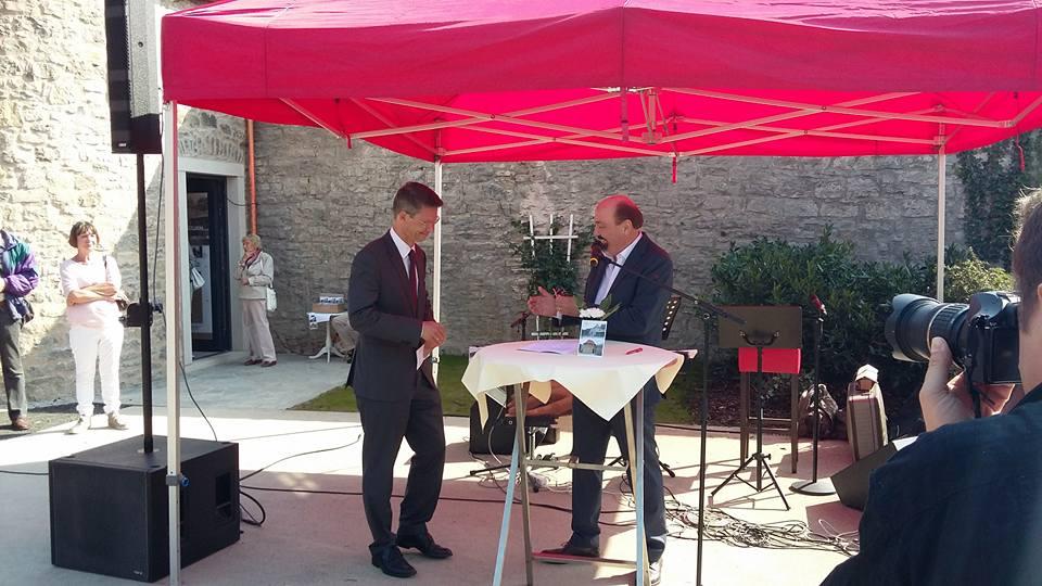 Peter Hofmann mit Oberbürgermeister Sebastian Remelé
