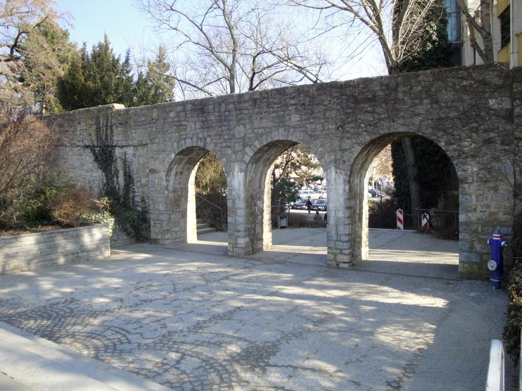 Stadtmauer mit Durchgang zur Hadergasse