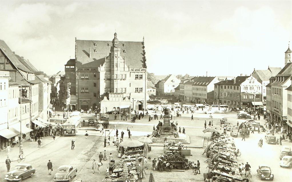 Der Marktplatz mit Rathaus direkt nach 1945 - Dank an Andreas Hedler