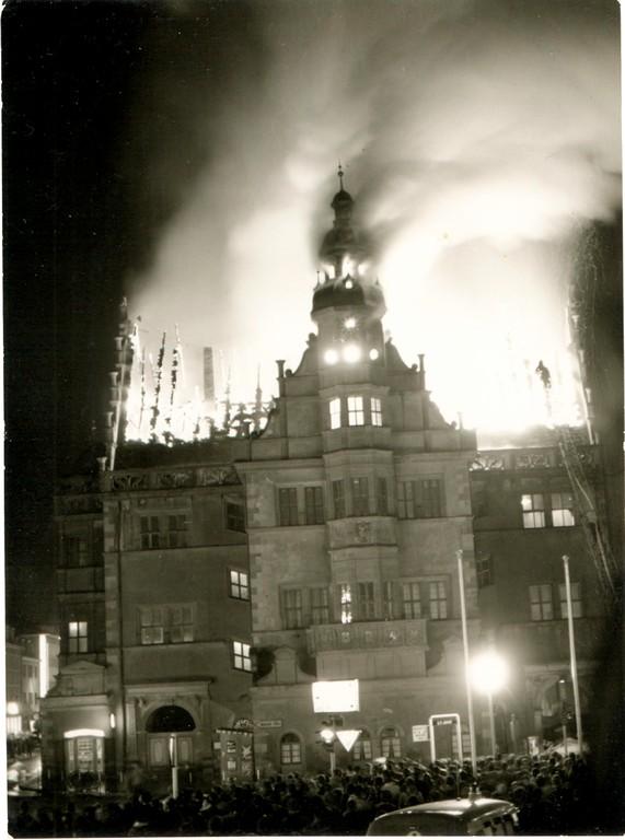 Das Rathaus in Flammen April 1959 - Danke an Andreas Hedler