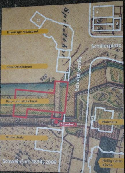 Die rote Umrandung zeigt das heutige Gebäude; am Punkt Standort beginnt die Brücke