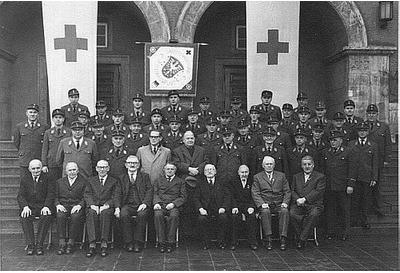 Gruppenfoto zum 70jährigen Bestehen der Rotkreuz-Gemeinschaft in Schweinfurt (1959)