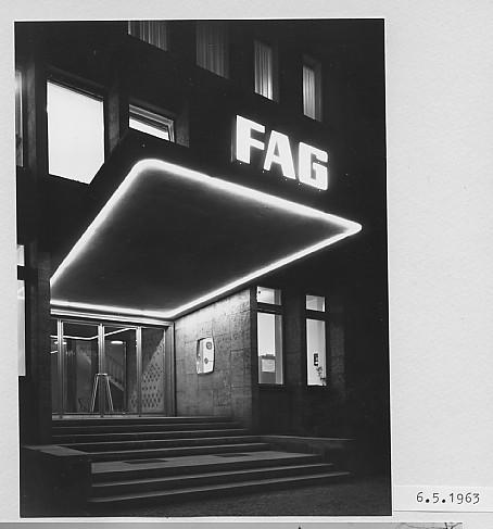 Nachtbeleuchtung, Eingang Mai 1963