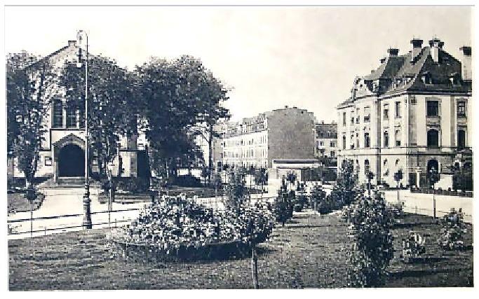 links der eigentliche Schillerplatz, rechts verlief die alte Stadtmauer mit den Westtürmen