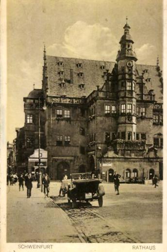 Rathaus um 1930 mit Oldtimer
