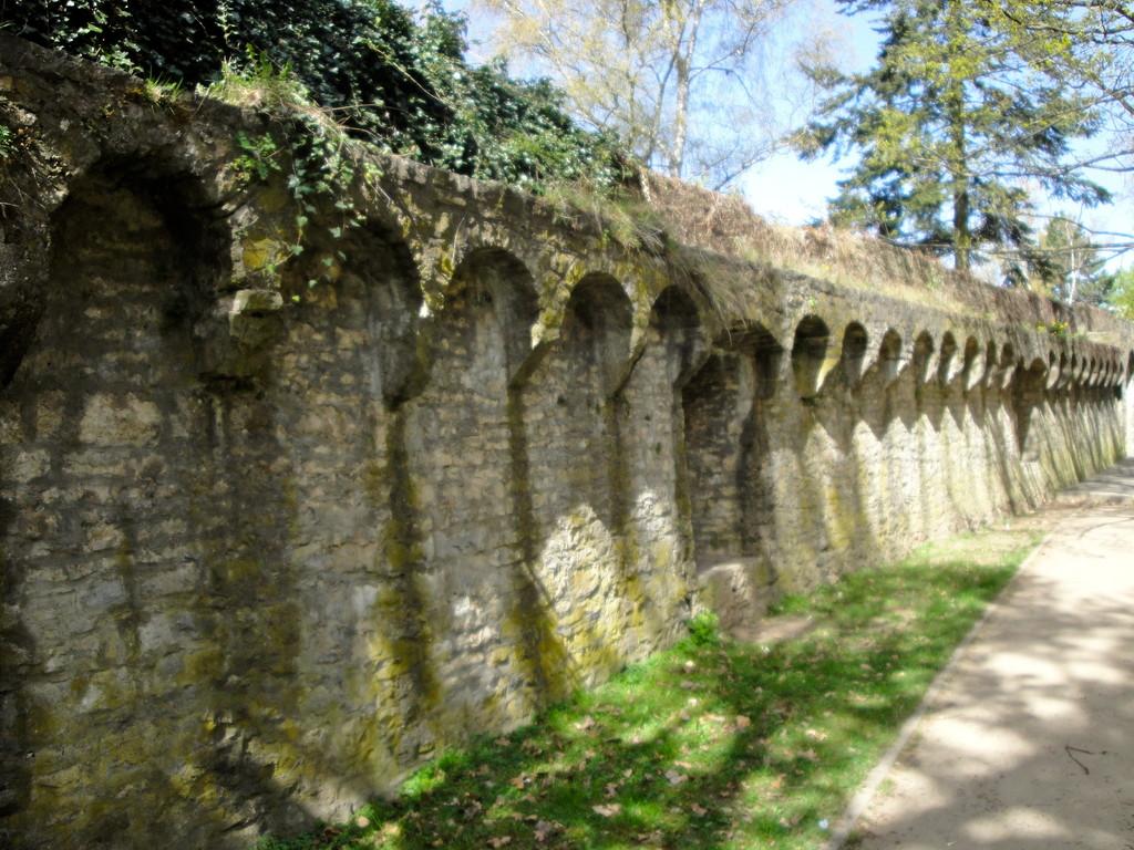 Die Stadtmauer oberhalb der Hadergasse