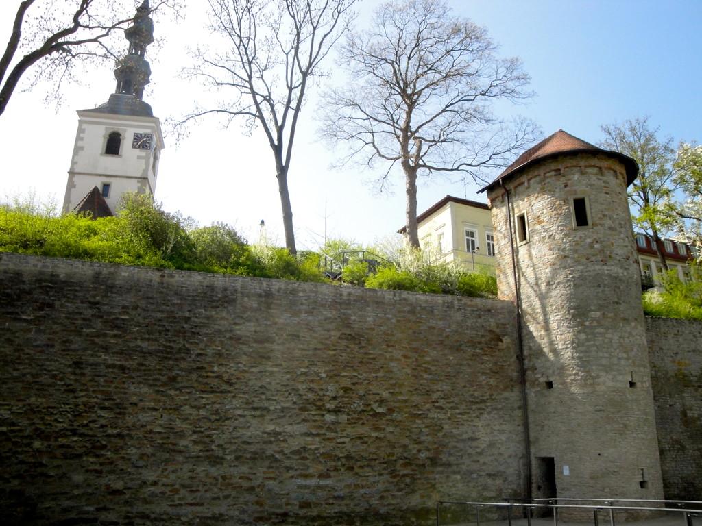 Stadtmauer mit Salvatorkirche