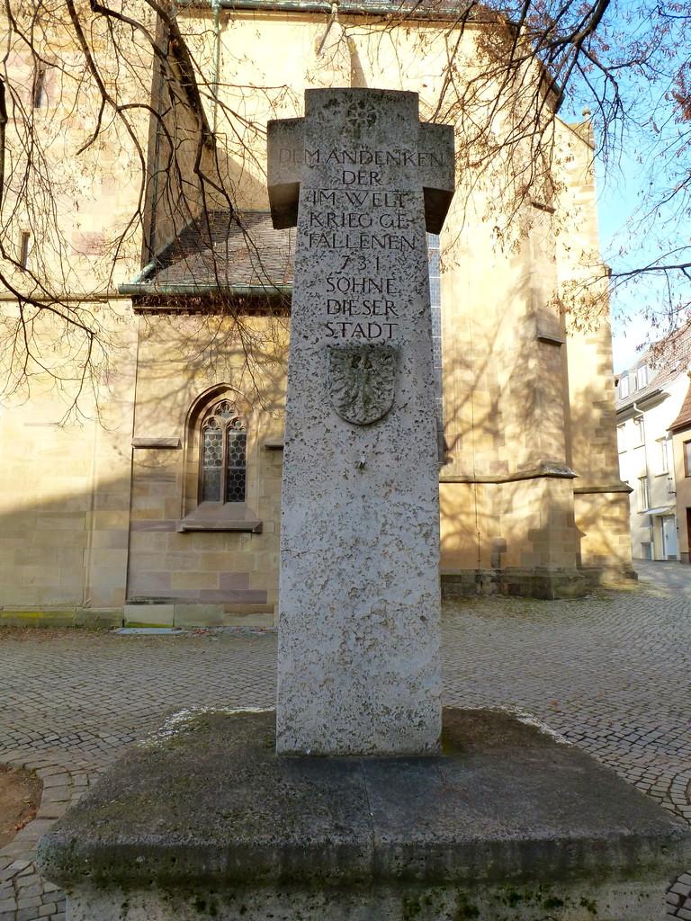 Das Kriegerdenkmal an der St. Johanniskirche 2012