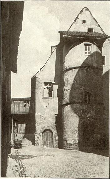 Turm hinter der Spitalkirche