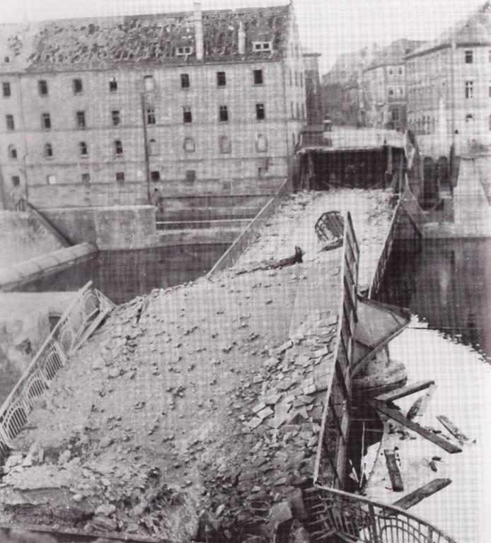 Die zerbombte Maxbrücke