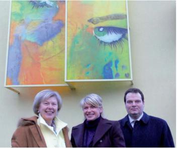 Dorothea Göbel (Mitte) mit Oberbürgermeisterin Gurdrun Grieser (links)