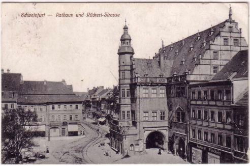 Rathausvorplatz mit Rathaus um 1900